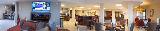 Ramada Minneapolis Golden Valley: Lobby-Eating area- Food area on the other side of TV wall.