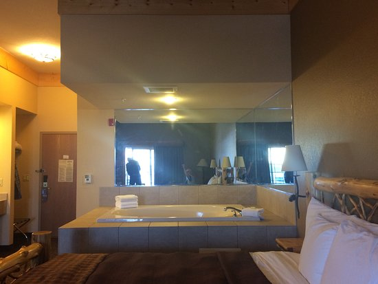 Grand Lodge Waterpark Resort: Expanded King Whirlpool Room