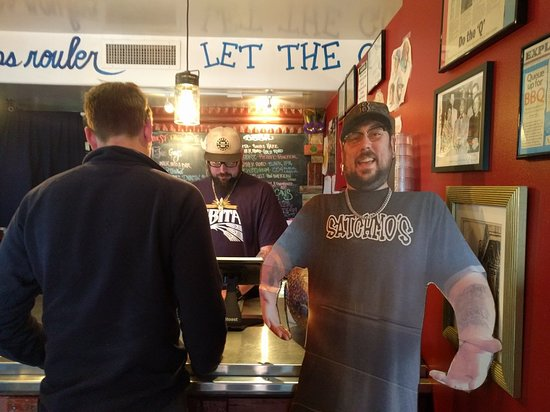 Satchmo's BBQ : Looks a bit run down outside, but great atmosphere inside
