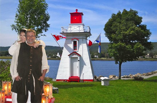 Annapolis Royal, Canada : Historic Walking Tours help with lighthouse preservation. Mon-Fri, 2 pm, late June - early Sept.