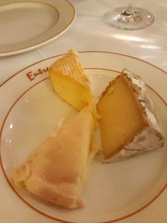 Entrecote: 切り分けられたチーズ