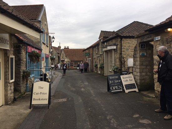 Helmsley, UK: nice market place nearby ( 3 min walk)