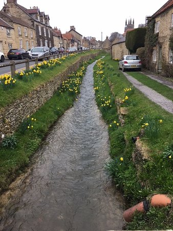 Helmsley, UK: 2 min walk from castle