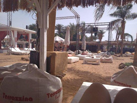 Terrazzina Beach: Столики на первой линии