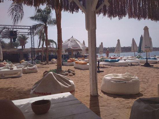 Terrazzina Beach: Места под боковым навесом