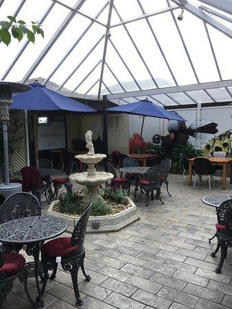 Eastbourne, نيوزيلندا: Conservatory Tables
