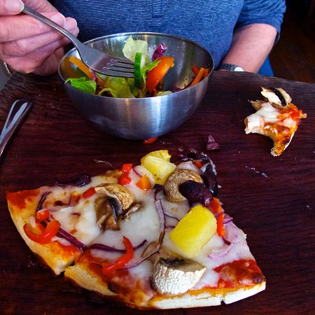 Mean Fiddler: Veggie pizza and garden salad