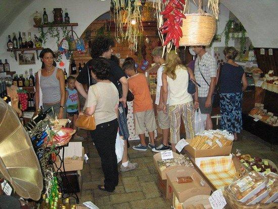 Gerace, Italia: Interno del negozio