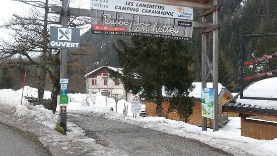 Nancroix, فرنسا: Sur la route du Val de Rosuel le 27 mars