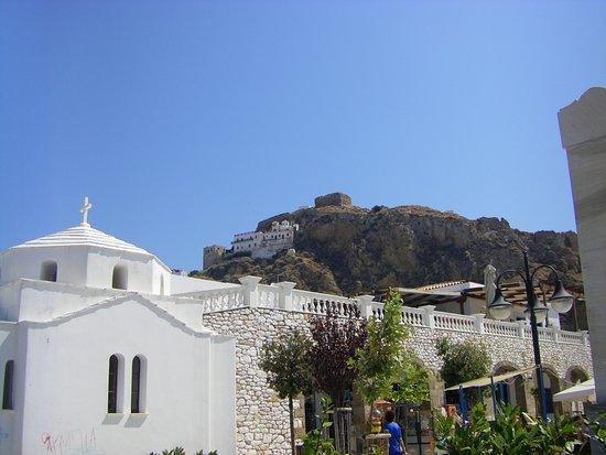 Μόνη Αγίου Γεωργίου Σκυριανού: Photo of the monastery and the castle from the  square.
