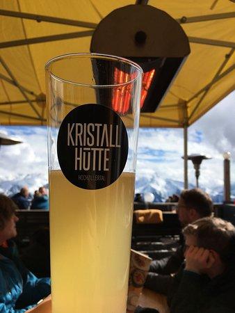 Кальтенбах, Австрия: ein leckeres Zillertaler Radler im Außenbereich