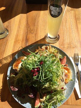 Кальтенбах, Австрия: Salat mit Granatapfel, Feigen, Nüssen und Ziegenkäse