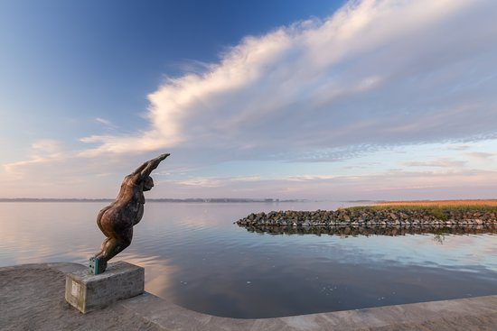 Malchin, Tyskland: Unser Café und Restaurant liegt direkt am Hafen Salem, Anlegestelle des Fahrgastschiffes Forelle