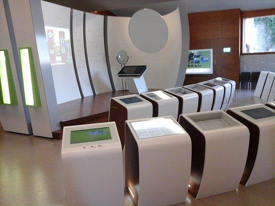 Europäisches Museum Schengen: Innenbereich Mit Infopulten.