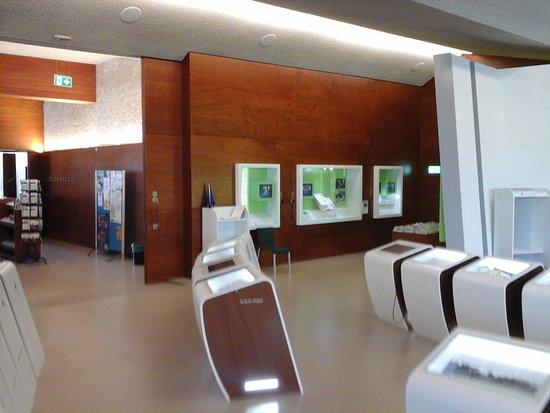 Europäisches Museum Schengen: Schaukästen Mit Infotafeln.