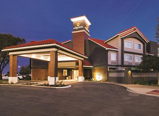Entrance - Picture of La Quinta Inn & Suites by Wyndham Austin Near the Domain - Tripadvisor