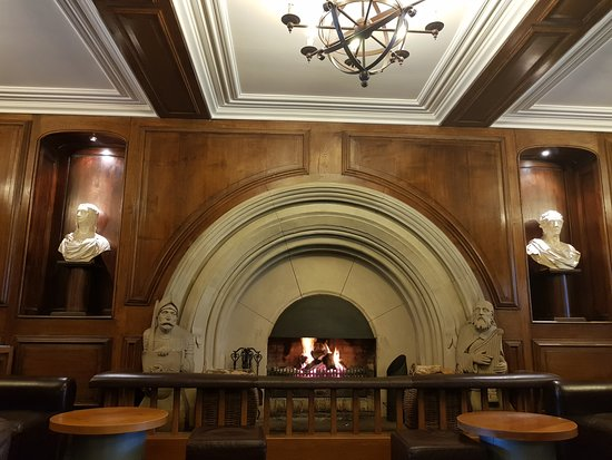 Castell Deudraeth: Bar Fireplace