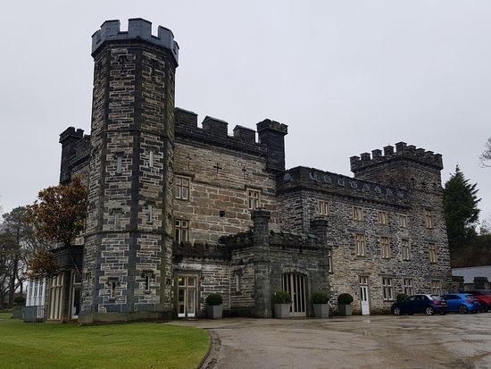 Castell Deudraeth: Exterior
