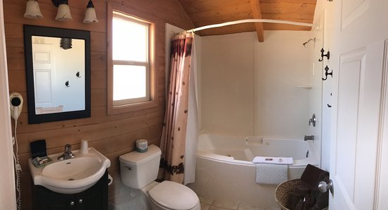 Alamo, NV: Bathroom, Room 5, Hunting Lodge