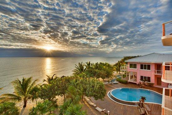 Laru Beya Resort & Villas: Stunning sunrise at Laru Beya