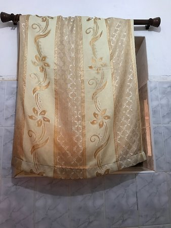 Nile Hotel Jinja: curtain for bathroom window (it's just thrown over the rail)