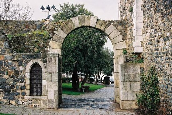 Porta de Évora - Arco romano de Beja