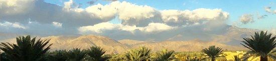 Renaissance Indian Wells Resort & Spa: mountains