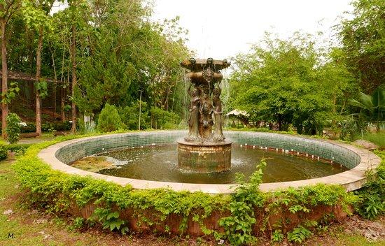 Brunnen - Picture of The Bonanza Exotic Zoo, Pak Chong - TripAdvisor