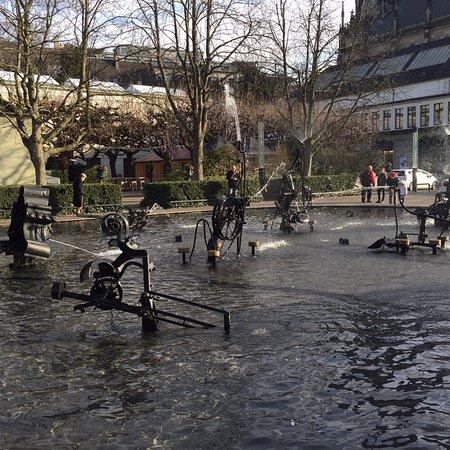 Tinguely-Brunnen: photo0.jpg