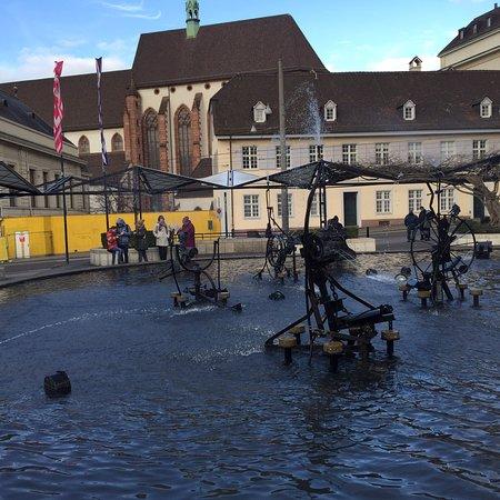 Tinguely-Brunnen: photo2.jpg