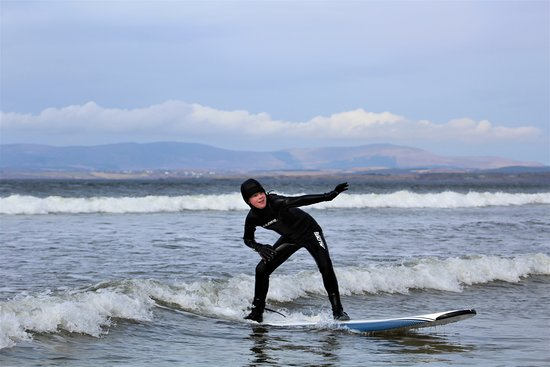 Rossnowlagh, Irlandia: Up and riding, a young Kid's Camp customer.... in December! Tough cookie!