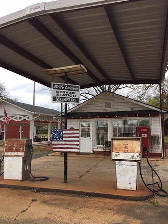 Billy Carter Gas Station Museum: closed :(