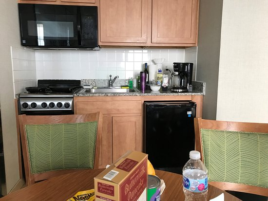 Barclay Towers Resort Hotel: full kitchen with microwave, coffee maker, stove top, fridge