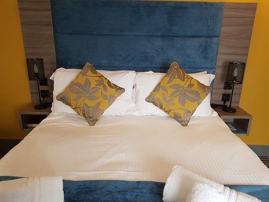 Stonecross Manor Hotel: Bedroom