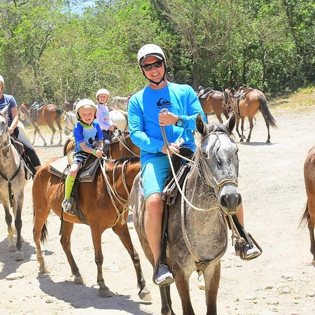 TPV Costa Rica: Horseback riding to volcanic hot springs.