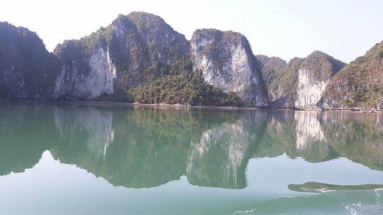 Sails of Indochina: Vintage Junks Lan Ha Bay