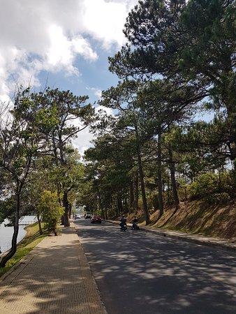 Xuan Huong Lake: 20180409_133838_large.jpg