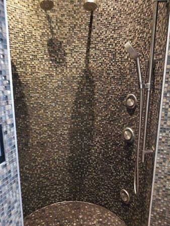 Hydrotherapy showers - Picture of Spa Kalahari & Salon, Pocono Manor ...