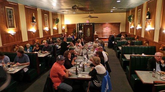 Fulton, NY: Main Dining Room
