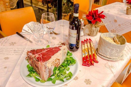 Portomaggiore, Италия: Più piccola per noi è Carpaccio , Non la chiedete ben cotta perché un vi si fa.