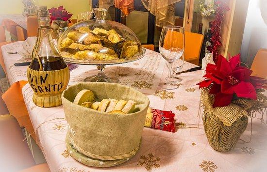 Portomaggiore, Италия: Cantuccini e Pane fatto in casa con Vin Santo del Contadino