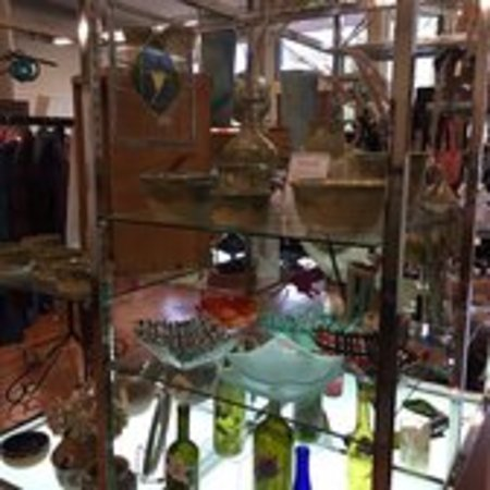 Ed & Eva's - interior view of displays