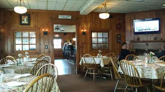 Fort Mitchell, KY: Interior with separate bar in the back.