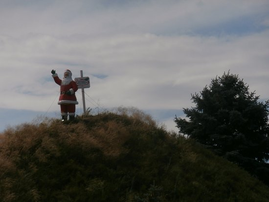 Bronner's Christmas Wonderland: Santa as seen from the Highway giving directions to Bronner's Christmas Store