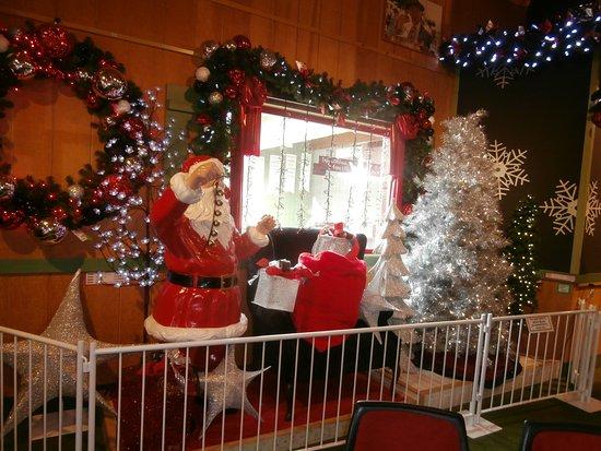 bronners christmas wonderland inside bronners christmas store