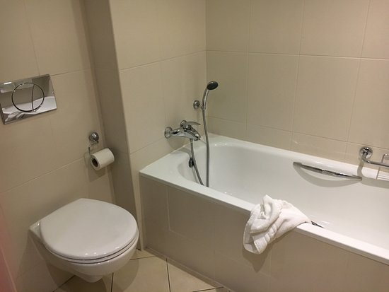 Royal Marine Hotel Separate Bathtub With Shower Wand