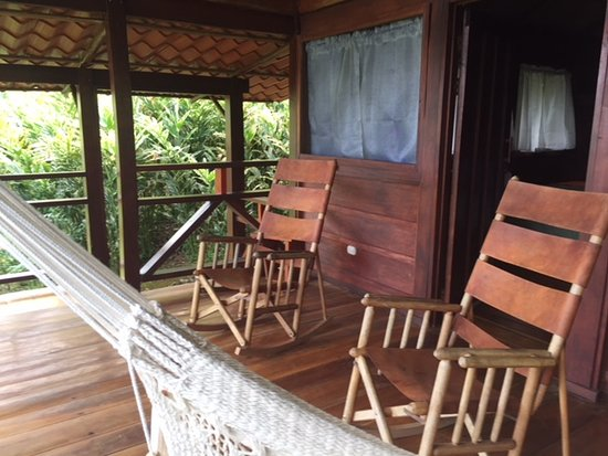 La Anita Rainforest Ranch: Super relaxing porch for your cabin