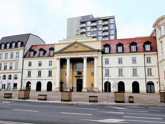 Koscioł Srodowisk Tworczych pw. sw. Andrzeja Apostoła i sw.Brata Alberta