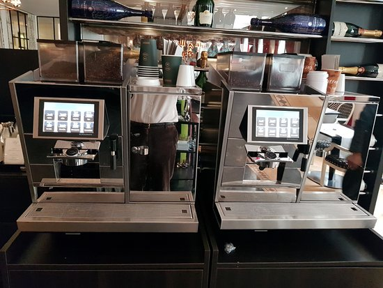 Sandton Grand Hotel Reylof: Coffee machines instead of brewing coofffee