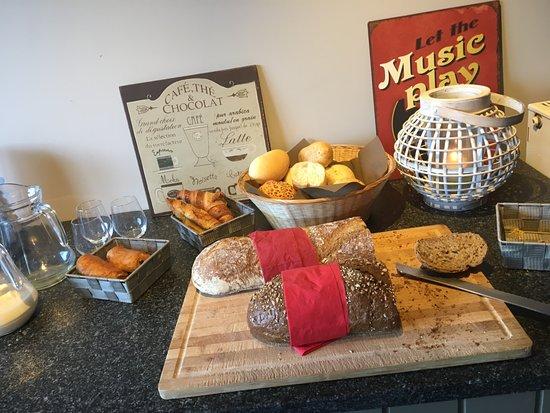 West-Vlaanderen, België: Part of the breakfast buffet
